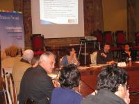 Roberto Varone presenta el CD-ROM al resto de expertos en turismo