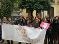 En Córdoba se han manifesado casi un centenar de representantes de Córdoba Solidaria y de otros colectivos sociales
