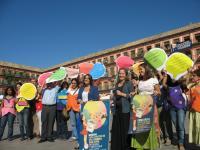 Integrantes de Córdoba Solidaria y la concejal de Cooperación en la presentación de la XIX edición