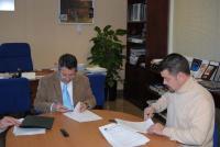 José Francisco Pérez Moreno y Javier Zafra firman el convenio