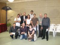 """Los internos participantes en el taller """"Poesía para la libertad"""", junto con los poetas Jesús Hilario y Pablo Guerrero"""