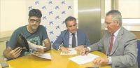 Imagen de la firma del convenio
