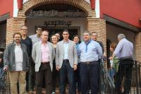 El alcalde de Villafranca, el presidente de CIC Batá y otras autoridades, en la inauguración del Albergue