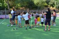 Los niños y las niñas se sumergen en el juego con la compañía de un duende llamado Frodo